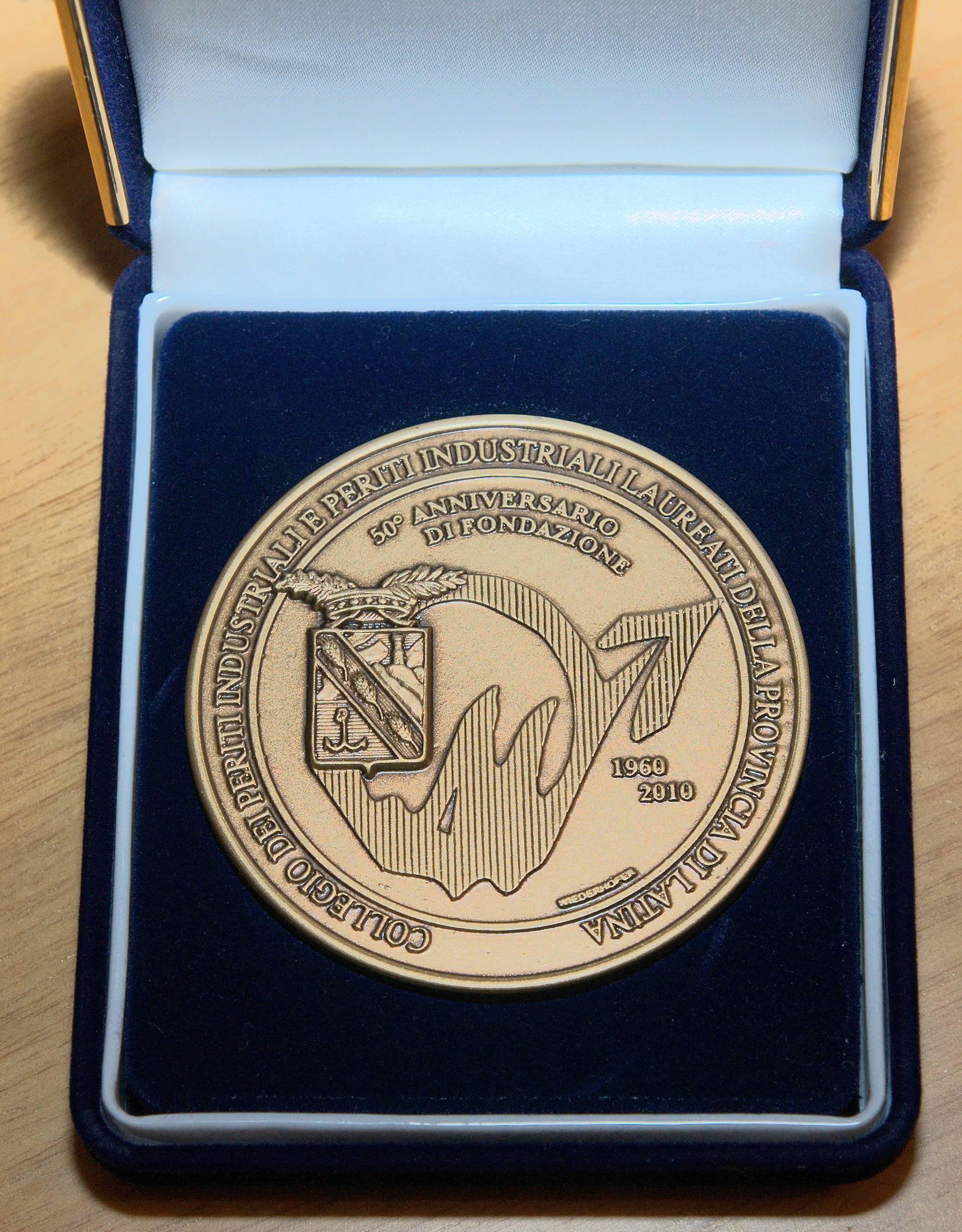 Medaglia 50° Anniversario Fondazione del Collegio di Latina - Vista fronte