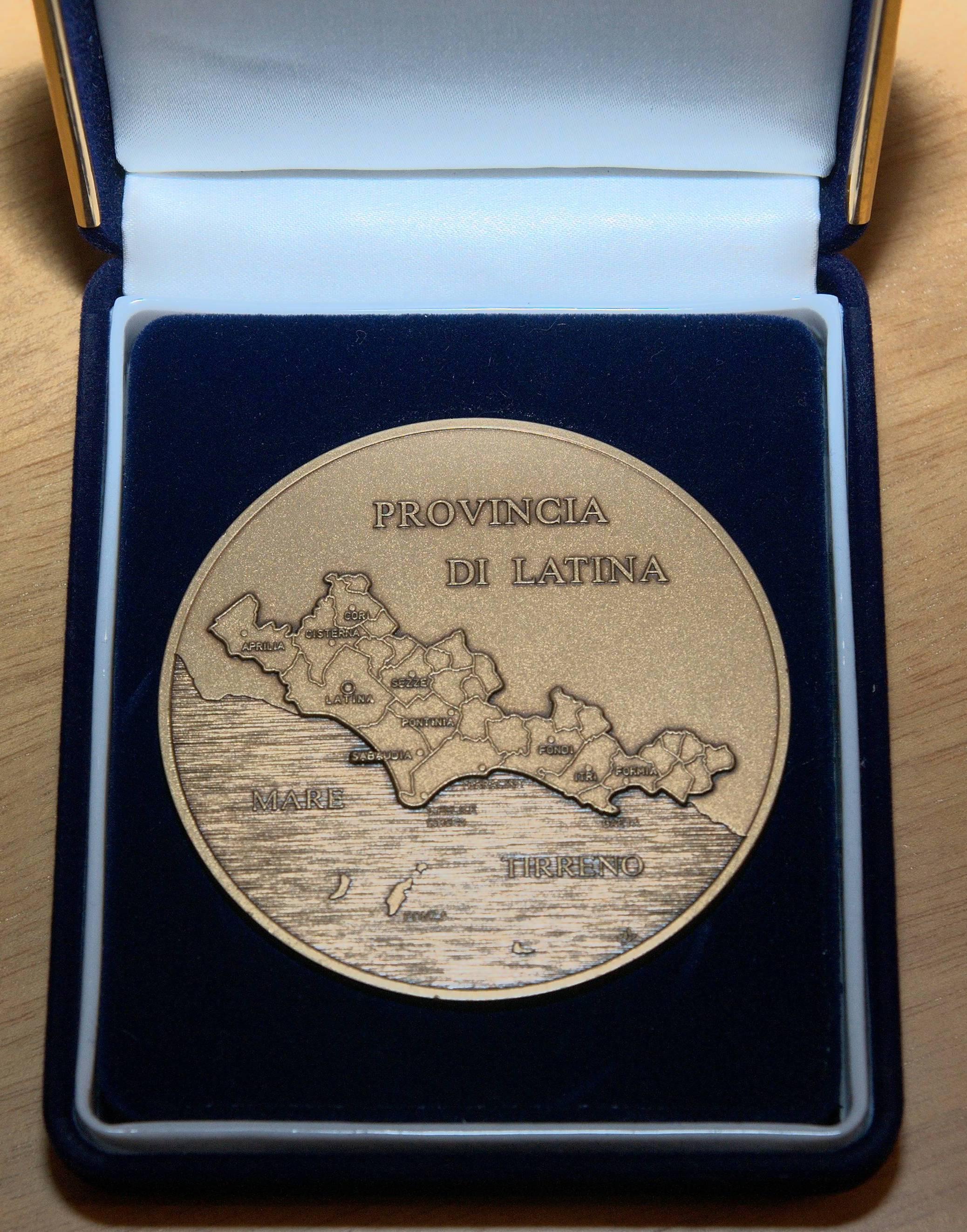 Medaglia 50° Anniversario Fondazione del Collegio di Latina - Vista retro